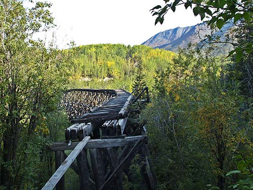 zerfallene Eisenbahnbrücke